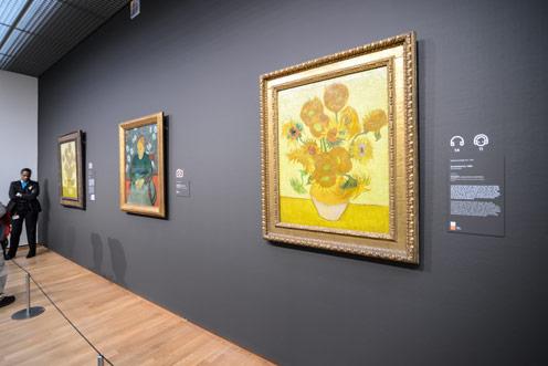 van-gogh-museum-interior-496