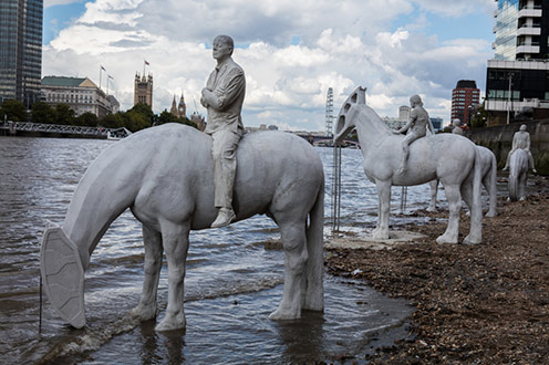 Jason deCaires-Tailor sculptures at the Thames in London